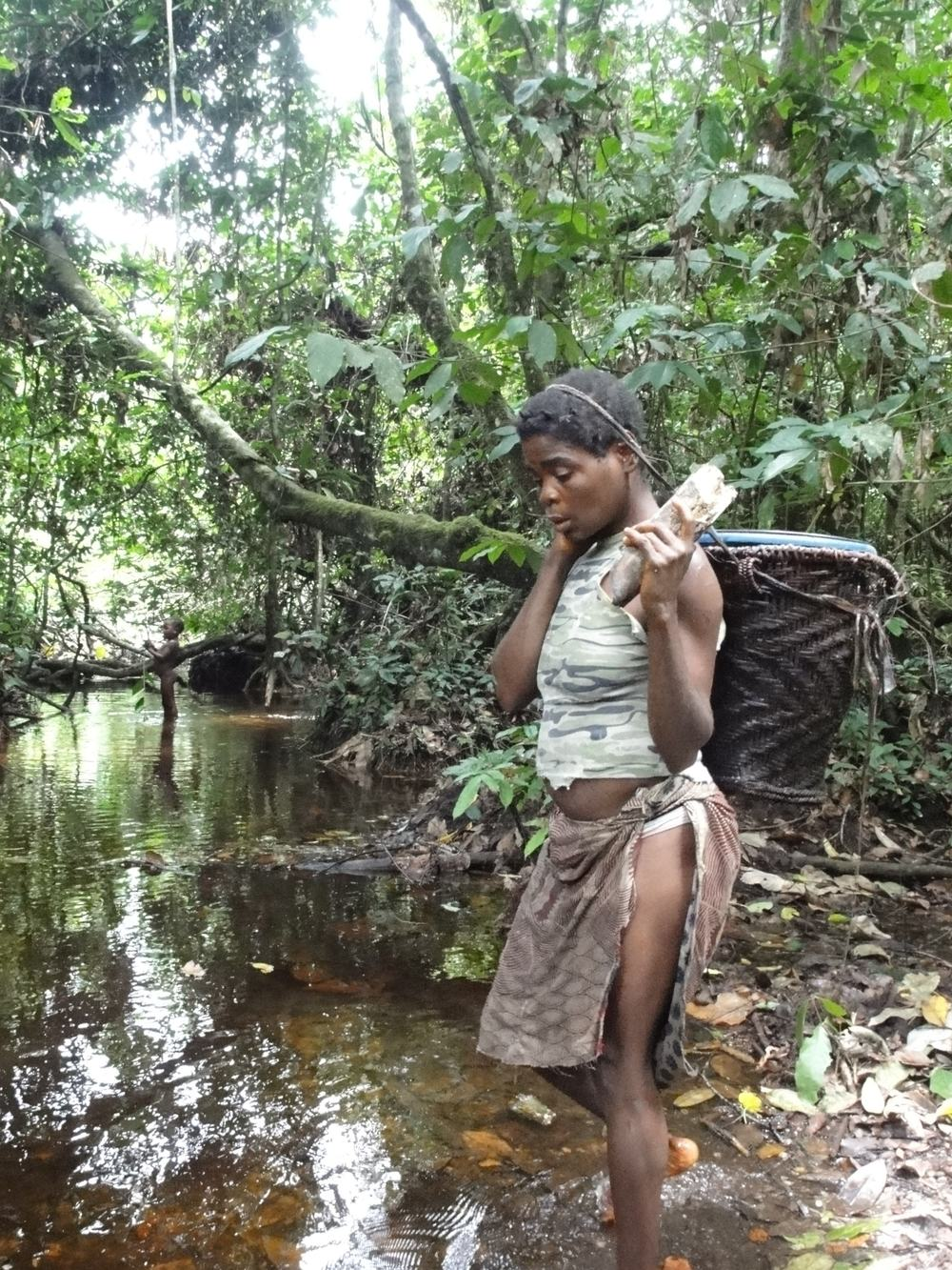 Botele fishing with burning firewood in her hand. Photo credit: Karline Janmaat