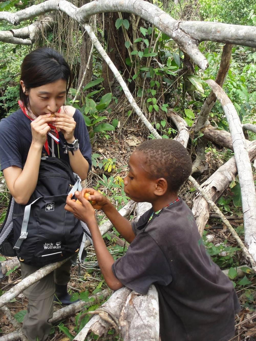 PhD student Haneul Jang (L) and Kuona eating fruit. Photo credit: Karline Janmaat