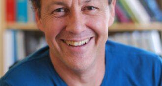 Headshot of Eduardo Fernandez-Duque